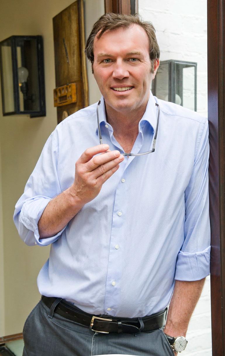 Andrew Morton on brittiläinen journalisti, joka on kirjoittanut monia elämäkertoja.