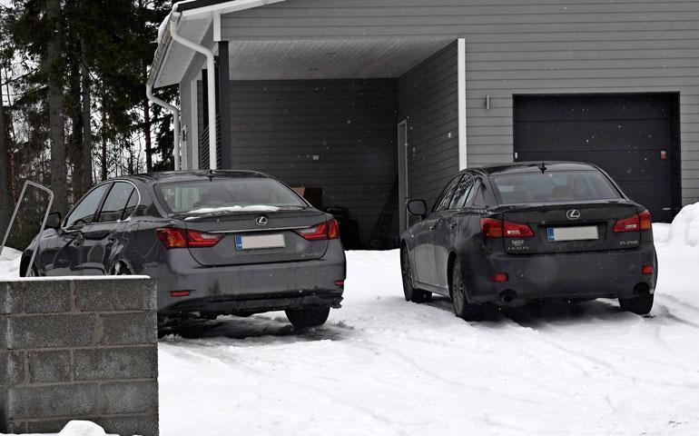 Darude luottaa Lexus-autoihin, niitä on perheessä kaksi kappaletta.