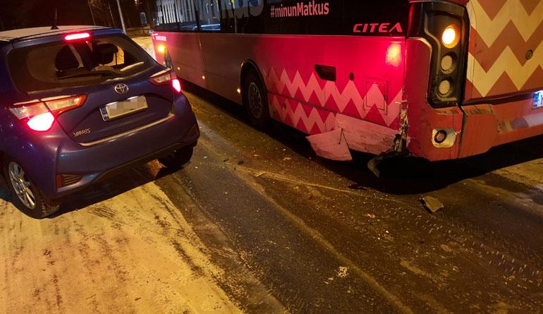 Petra Kapasen auto kolarissa.