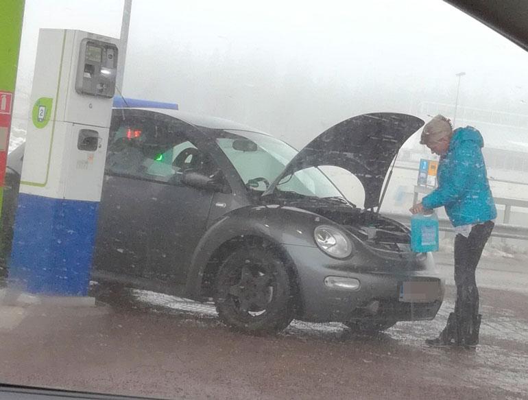 Tiina Jylhä ei jäänyt toimettomaksi autonsa kanssa