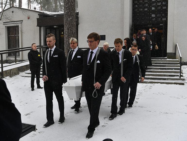 Matti Nykäsen arkku ja kantajat Jyväskylässä 2.3.2019.