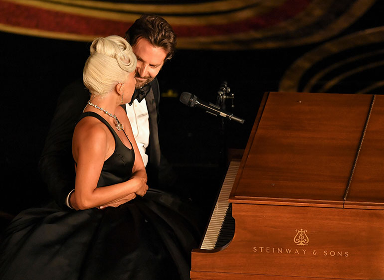Lady Gaga ja Bradley Cooper