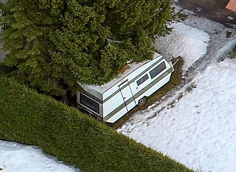 Junon asuntovaunu löytyi rintamamiestalon pihalta.