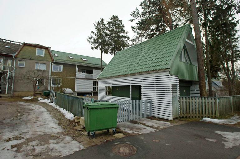 Indrekillä on hulppea kiinteistö Viron Piritassa. Petra viettää siellä aikaa Indrekin kanssa.