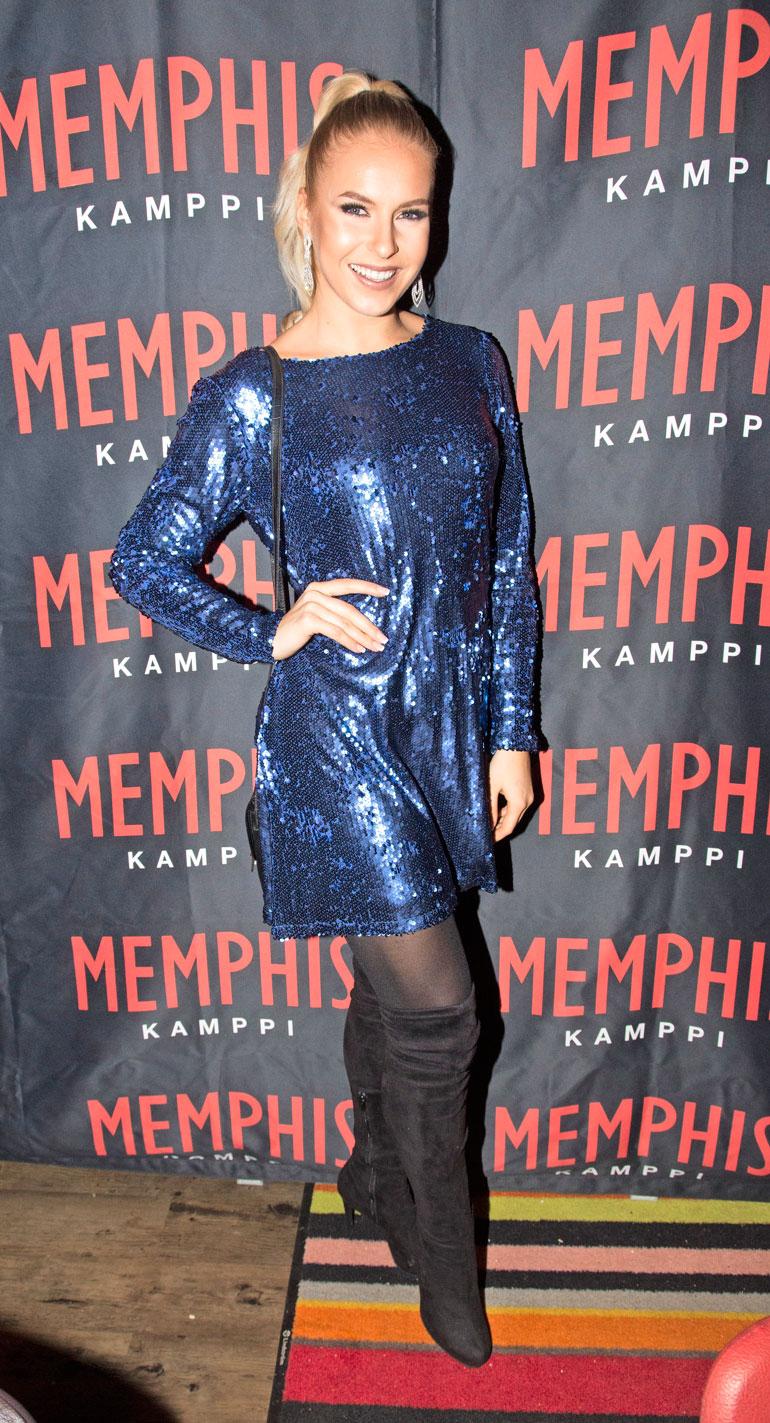 Alina edusti Kampin Memphis-ravintolan 10-vuotissynttäreillä.