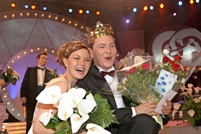 Saija Tuupanen ja Kari Hirvonen valittiin vuonna 2003 tangokuninkaallisiksi.