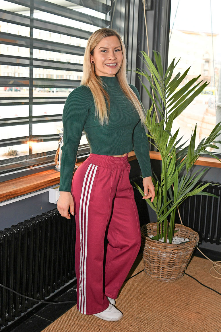 Tampereella asuva Piia pyörittää yrittäjänä nettivalmennuksia ja tuomaroi fitness-kilpailuja.