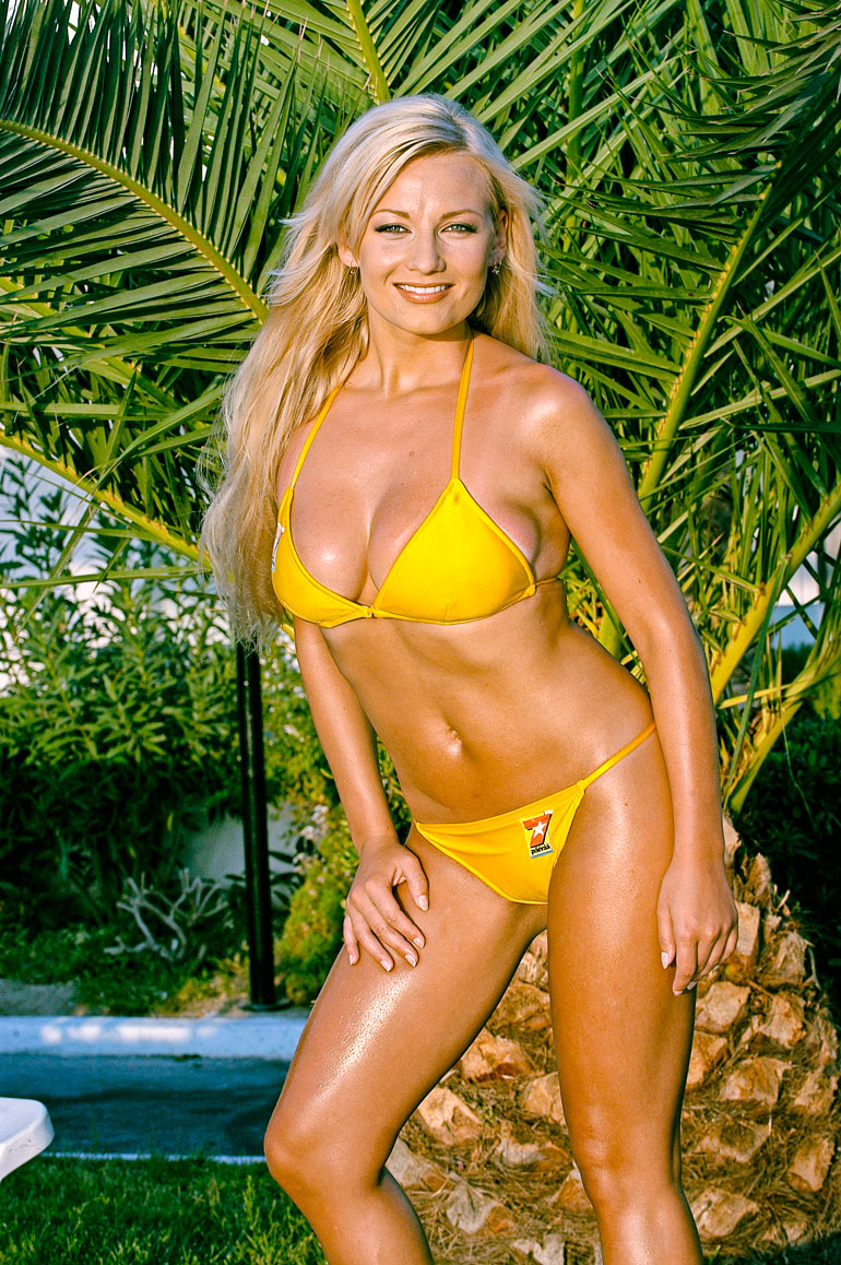 Vuonna 2003 Marika poseerasi Seiskan Tähtityttönä, minkä jälkeen julkisuusrumba vasta alkoi.