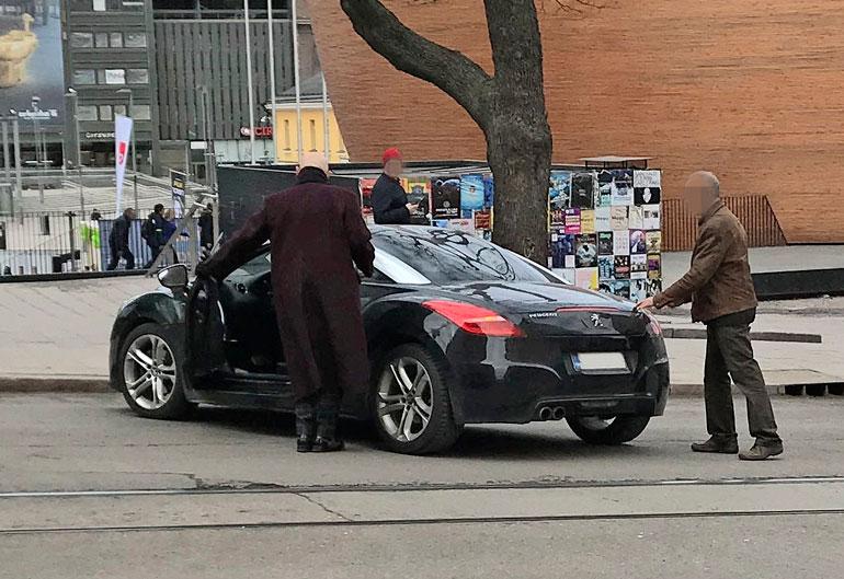 Jorma Uotinen ja auto.