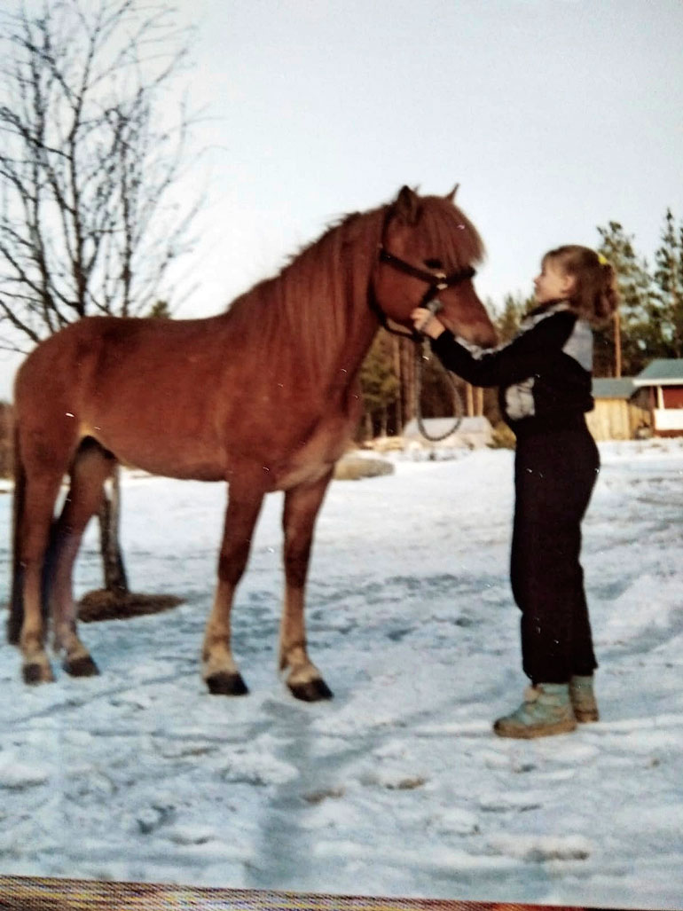  – Olen pienestä pitäen ollut hevostyttö. Sain 12-vuotiaana ensimmäisen oman hevoseni, sen nimi oli Uusi-Vekseli.