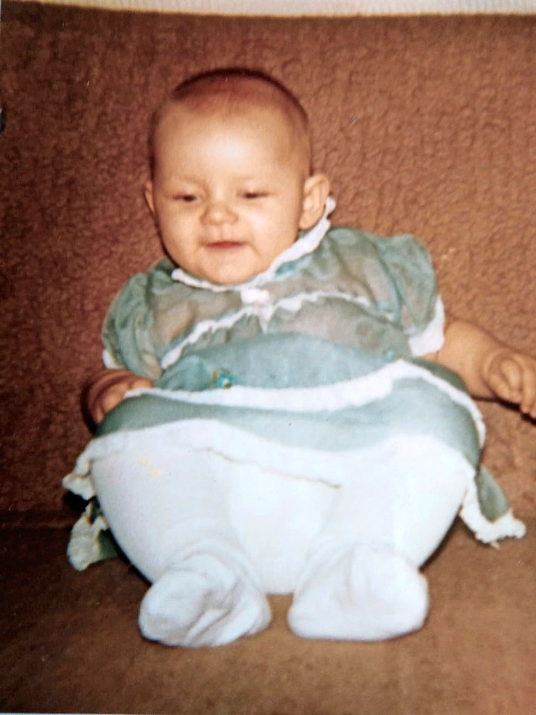 Marika syntyi Ruukin kylässä vuonna 1979.