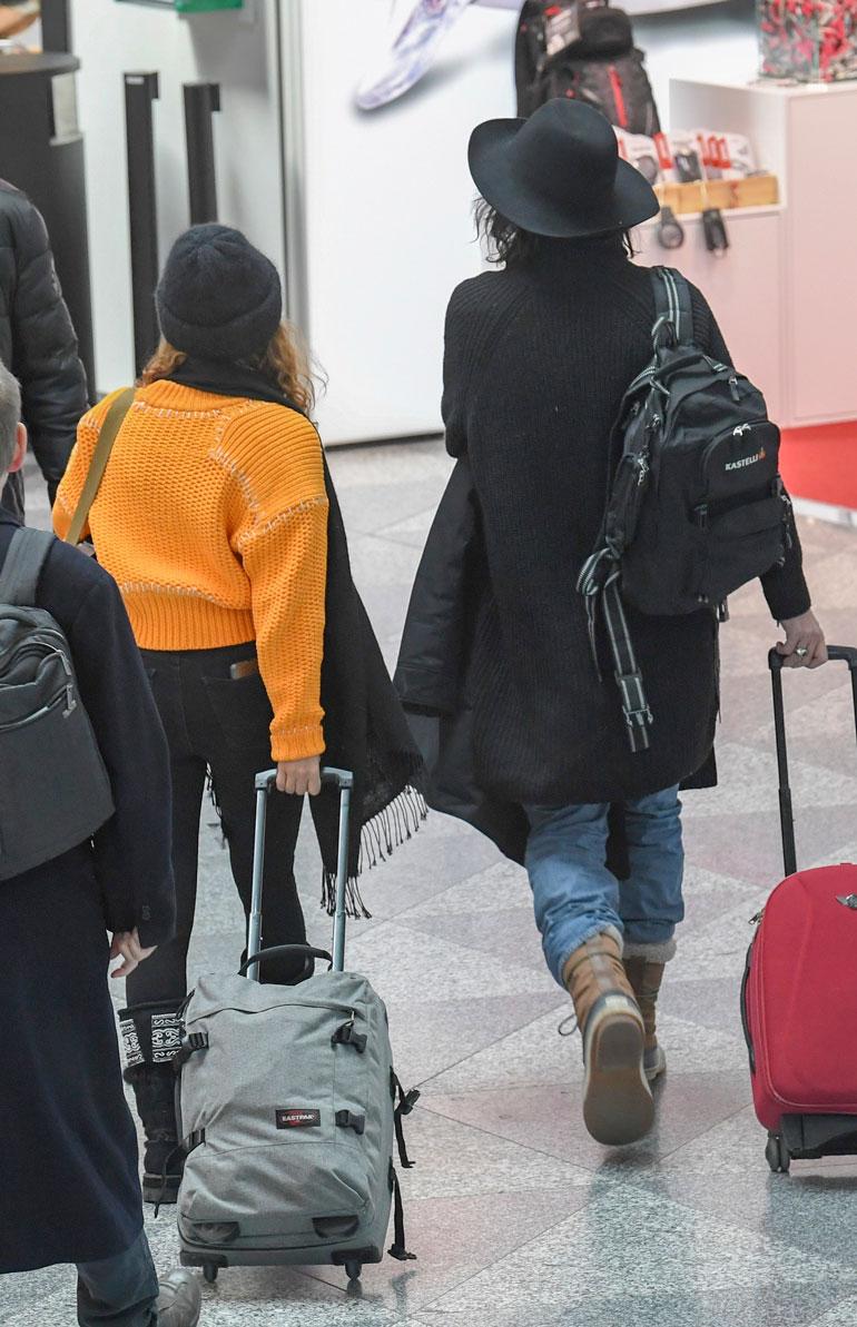 Sami Yaffa ja Meeri Koutaniemi lentokentällä.