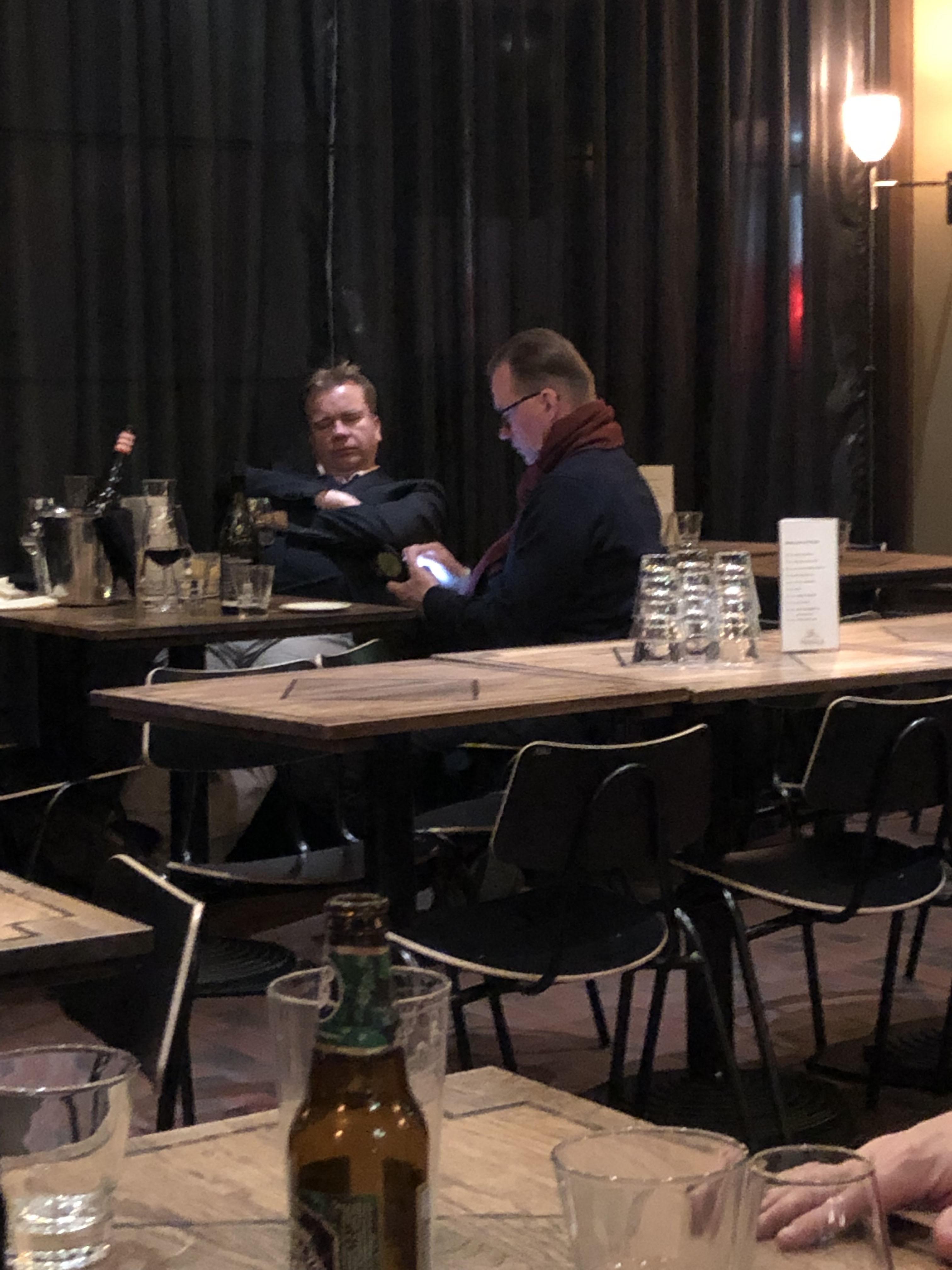 Antti Kaikkonen oli torkahtaa pöytään!