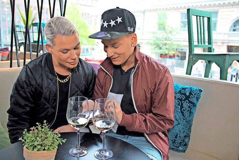 Hottikset-sarjan aikaan vuonna 2015 Sofia oli vielä Juha ja Joninkin kasvot olivat toisenlaiset.
