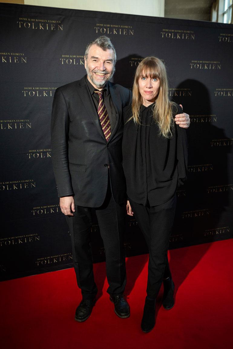 Kauko Röyhkä ja Olga Välimaa katsoivat Tolkien-elokuvan.