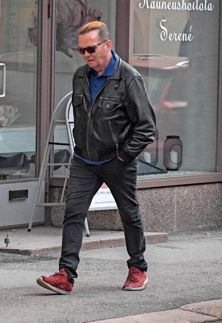 Mikko Rasila kadulla.