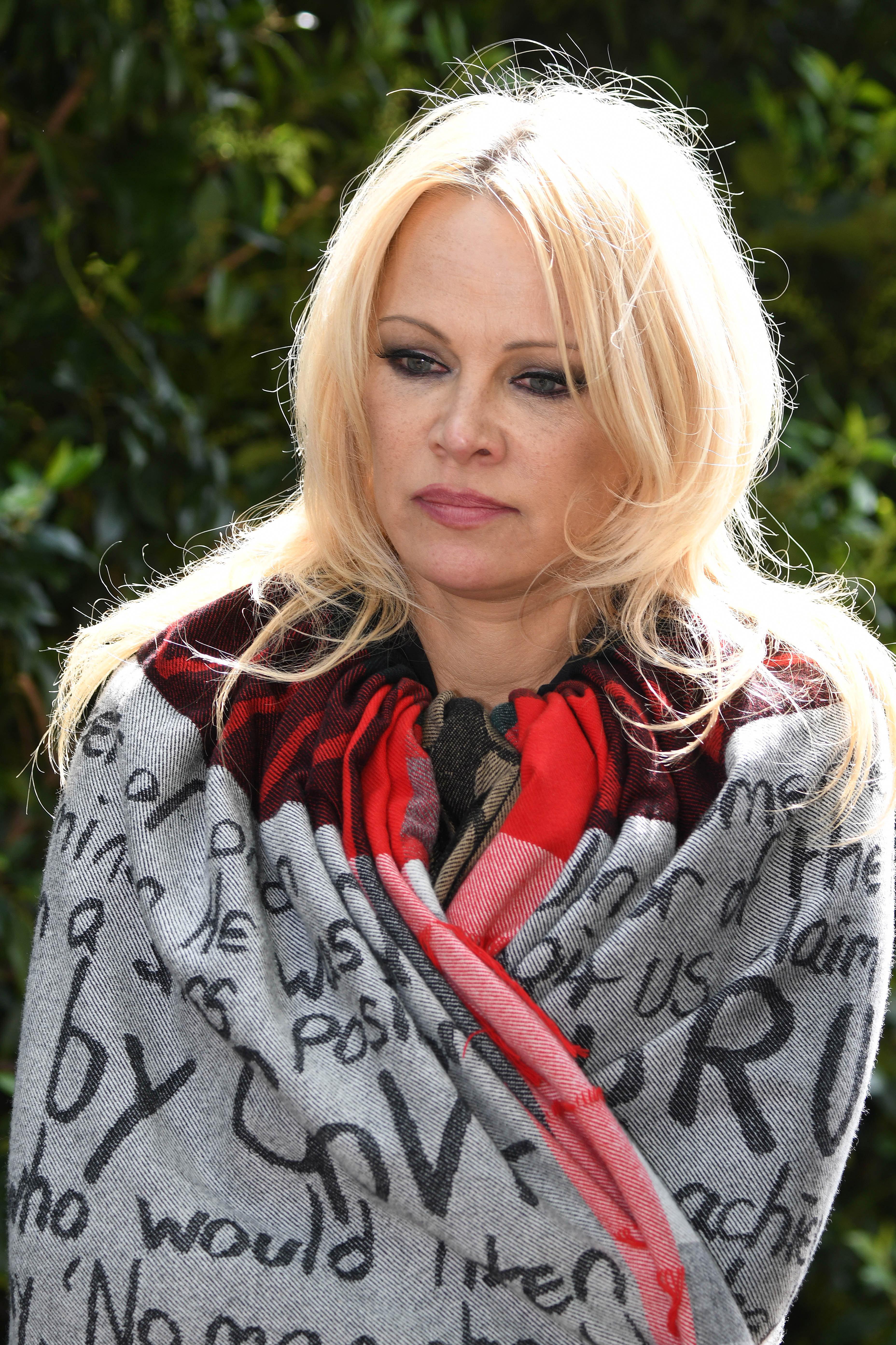 Pamela kävi vankilassa tapaamassa Assangea