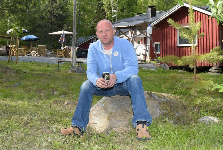 Perhe asui Suonenjoella järven rannalla, Stefanin äidin viehättävässä perintömökissä, josta Riikka muutti helmikuussa Ilmarin kanssa pois kunnan keskustaan.