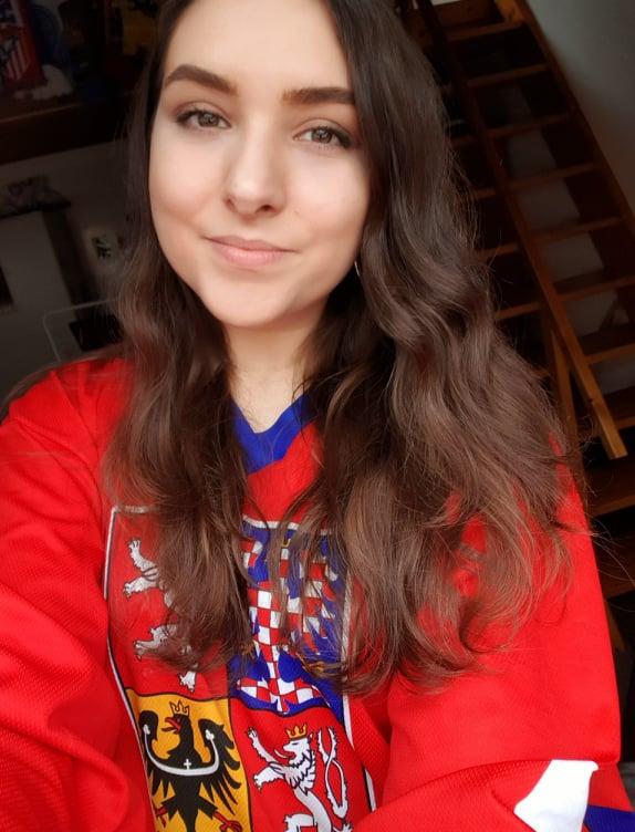 Tshekkiläinen Ilona Blazkova kertoo kannustaneensa monien muiden tshekkien tavoin Suomea, kun heidän oma maansa menetti mahdollisuudet kultaan.