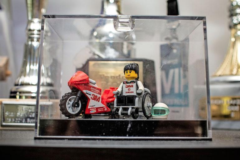 Brittiläinen Legsgomadniminen yritys tekee julkkiksista Lego-hahmoja, ja he halusivat tehdä hahmon myös Ullasta. – He löysivät minut Instagramin kautta. Oman hahmon ovat saaneet myös muun muuassa Valtteri Bottas ja Kimi Räikkönen.