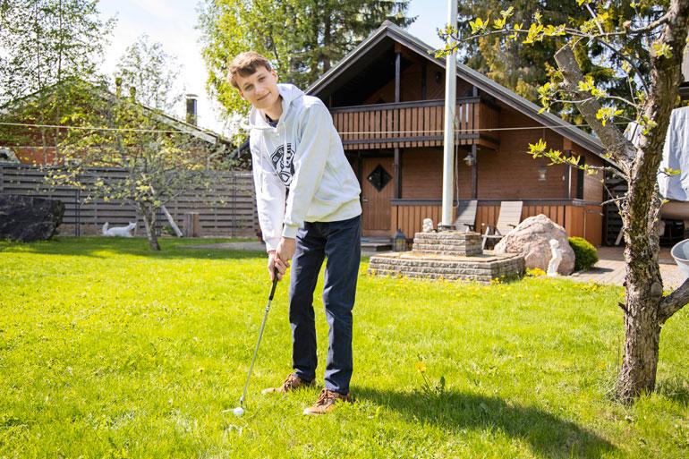 Vapaa-ajallaan Joona golffaa. – Olen pelannut kaksi kertaa viikossa 18 reikää ja harjoittelut rangella.