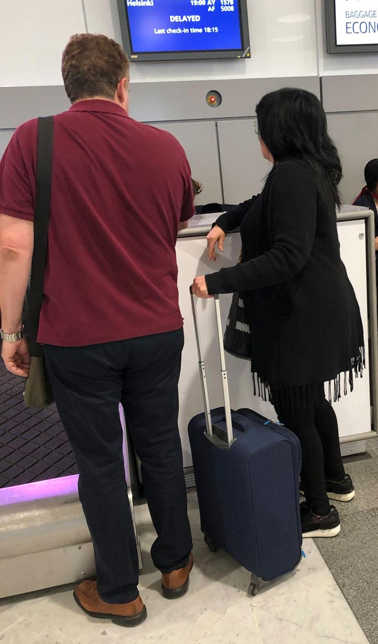 Kaija Koo lentokentällä.