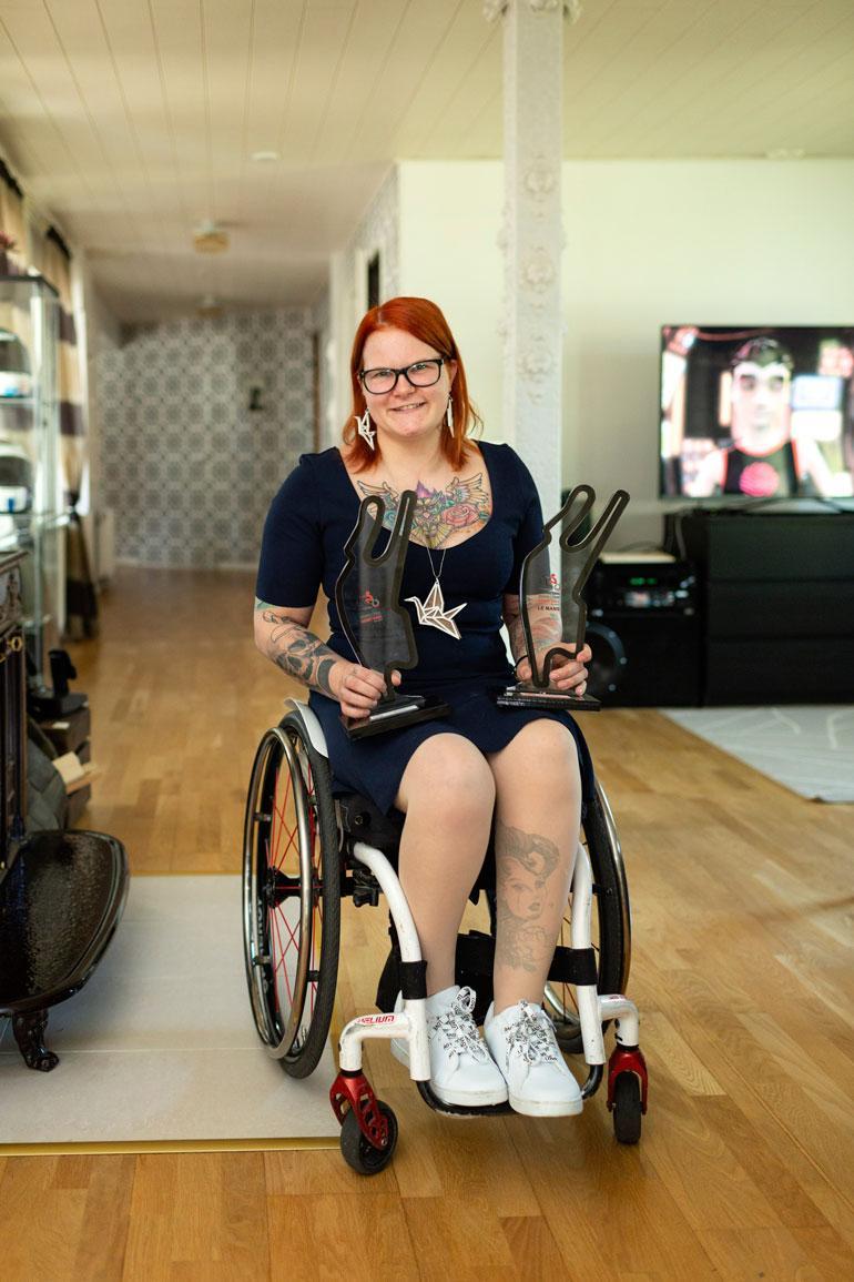 Kunnianhimoisella Ullalla on vielä paljon tavoitteita. – Haluaisin kilpailla SM-kisoissa terveitä vastaan ja päästä palkintokorokkeelle, ja vammaisten kisoissa päästä kolmen joukkoon miesten sarjassa, Ulla hymyilee.
