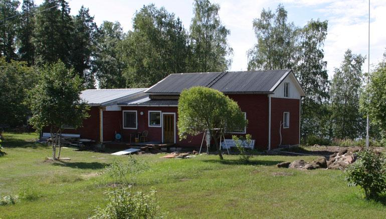 Jari Sillanpää on rahapulassa. Asunnot eivät tahdo käydä kaupaksi, ja kesän keikkakiertuekin on kovin tynkä: vain kymmenkunta esiintymistä.