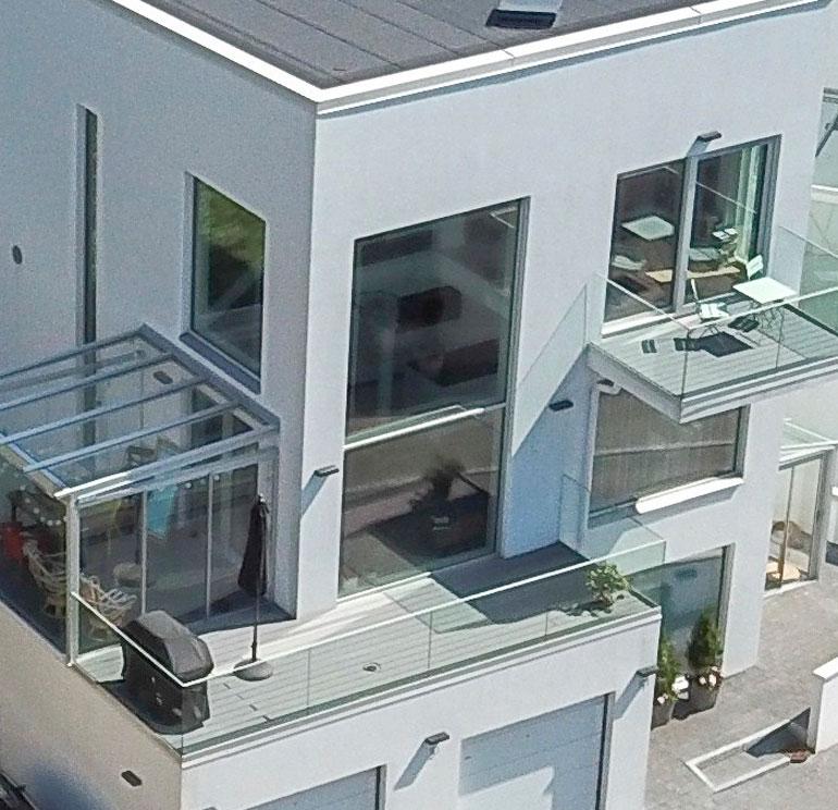Rakastavaisten lemmenpesä on moderni kivitalo, jonka hinta liikkuu 750 000 euron paikkeilla.