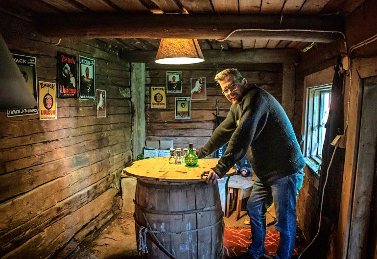 Tervetuloa unkarilaiseen baariin! Samin navetasta löytyy rohtoa joka lähtöön.