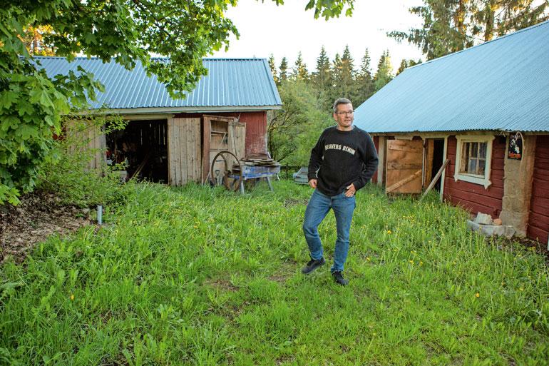 Sami osti Lammilla sijaitsevan maatilan mökkeineen 10 vuotta sitten. – Täällä pääsen pakoon kaikkea hälinää.