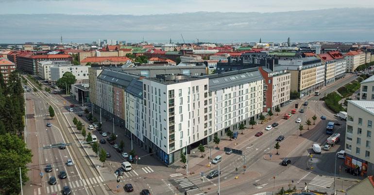 Joel Harkimo ja Janni Hussi ostivat yhteisen asunnon.