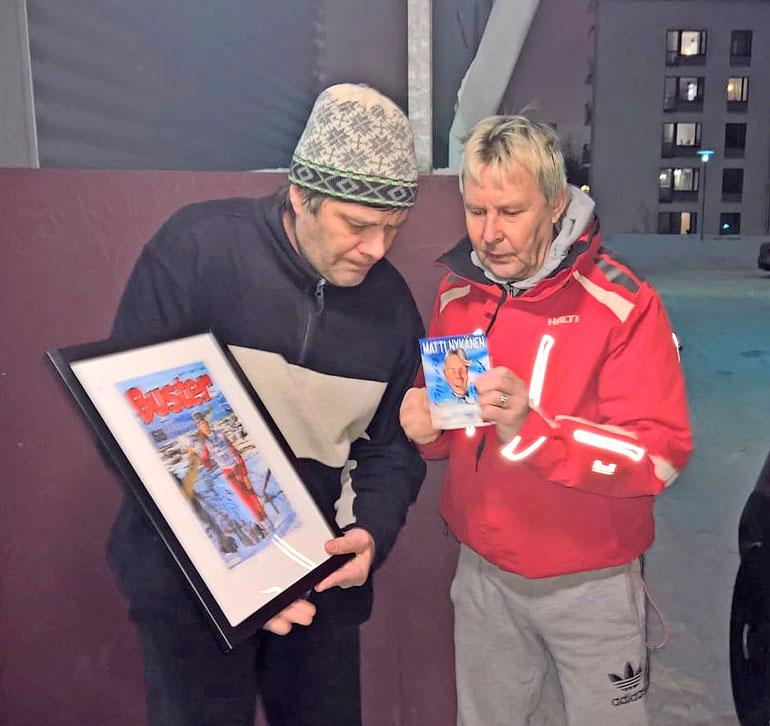 Matti yllätti pitkäaikaisen faninsa Timo Remeksen käymällä tämän luona tuliaisten kera.