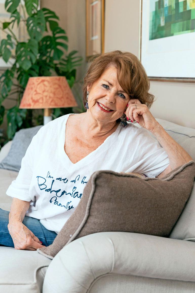 Pirkko Mannola on harvoja elossaolevia Suomi-filmin kulta-aikojen tähtinäyttelijöitä. – Joogaan ja nautin elämästä, hyväkuntoinen 80-vuotias hymyilee Espoon-kodissaan.