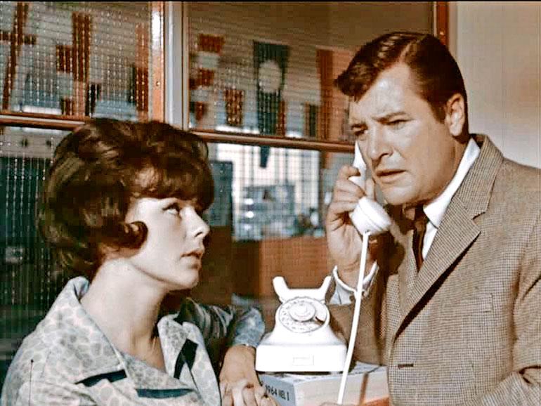 Juokse kuin varas (1964) oli suomalais-amerikkalainen tuotanto. Pirkko näytteli englanniksi Richard Longin kanssa. – Hän söi meillä kotona rapuja. Filmi taisi flopata.