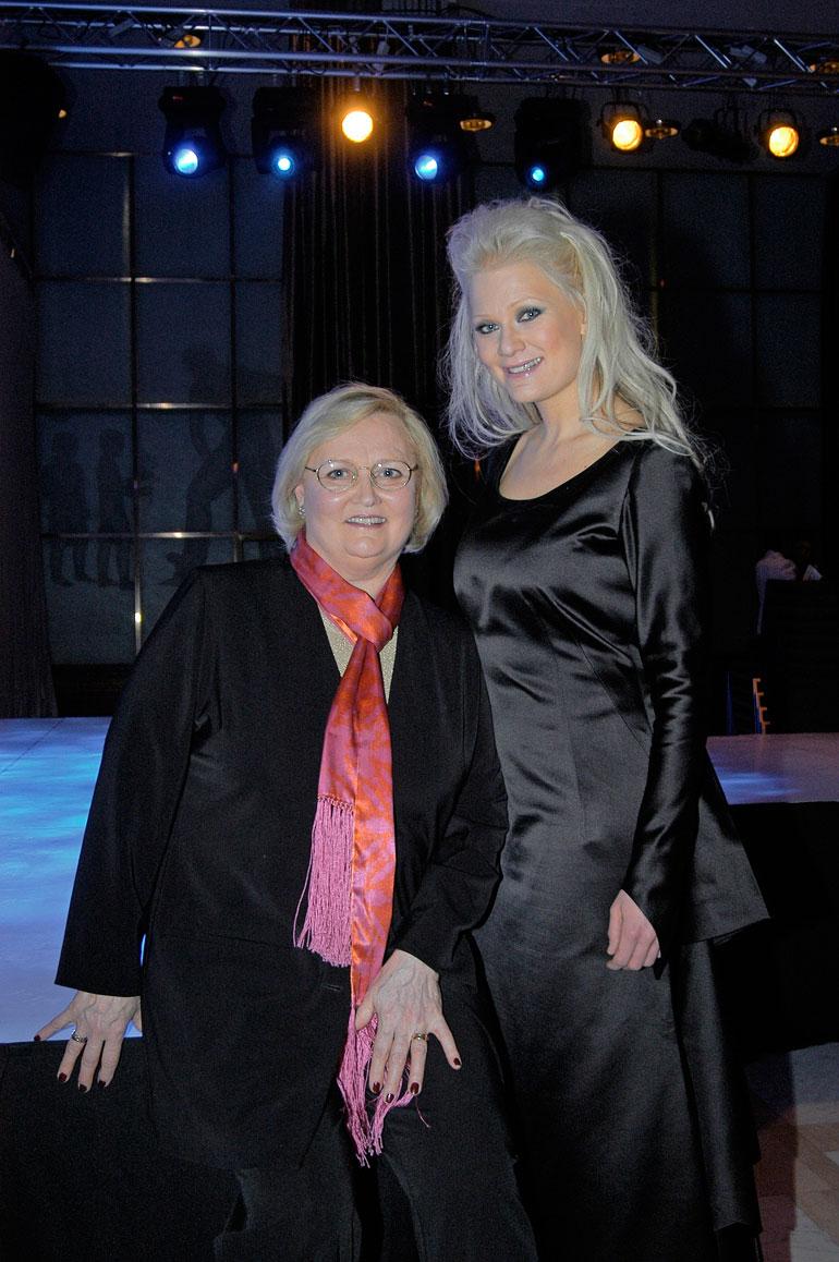 Lindan äiti Ulla Eklund, 81, viettää eläkepäiviään Helsingissä. Ullan aviomies, Lindan rakas isä Börje Lampenius menehtyi 2016.