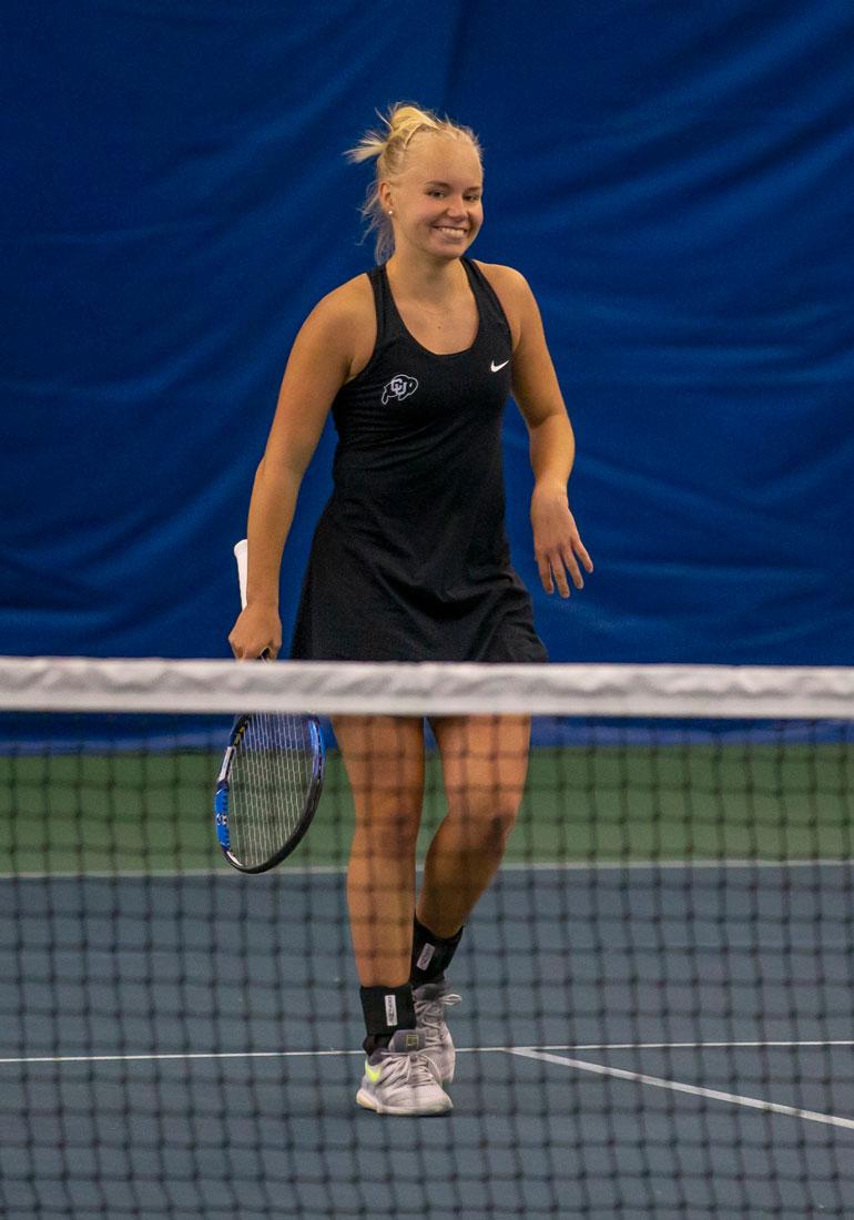 Monica on jalkapallovalmentaja Juha Malisen tytär ja tunnettu tennislupaus. Hän sai Ylen mukaan noin 200 stipenditarjousta yliopistoihin ladattuaan YouTubeen videon pelitaidoistaan.