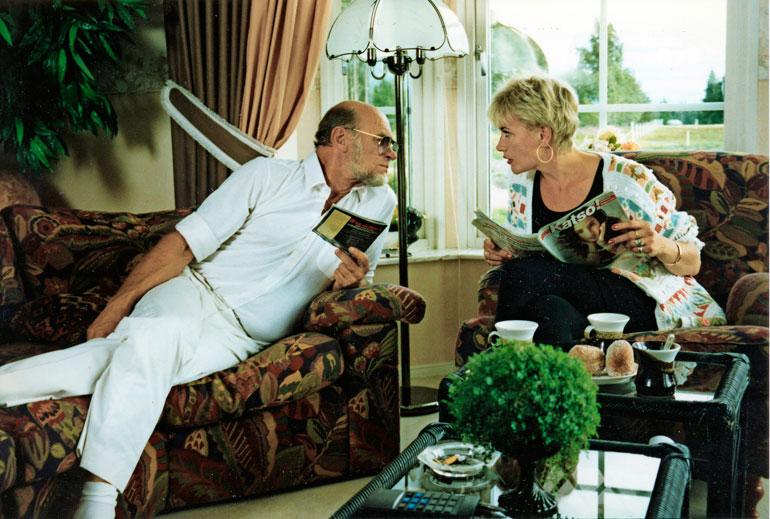 Naisen logiikka sai ensi-iltansa 1999, yli kahdeksan vuotta kuvausten alkamisen jälkeen. Elokuva perustuu Spede Pasasen ja Hannele Laurin suosittuihin sketseihin, mutta leffa floppasi täysin.