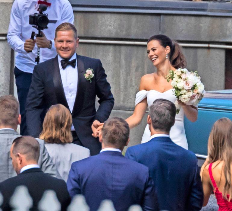 Konna ja missinä tunnettu Lotta Heikkilä juhlivat häitään kesällä 2018. Heidät vihittiin Tampereen Tuomiokirkossa. Pari on ollut yhdessä viisi vuotta, ja heillä on 2,5-vuotias poika.
