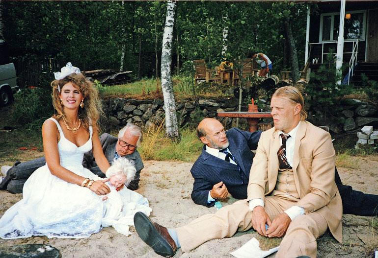 Elokuvassa Pikkupojat Riitalla oli tuplarooli Yskäsen vaimona ja tytär Unelmana. Pikkupoikina Väke, Kake ja Make olivat Simo, Spede ja Vesku.