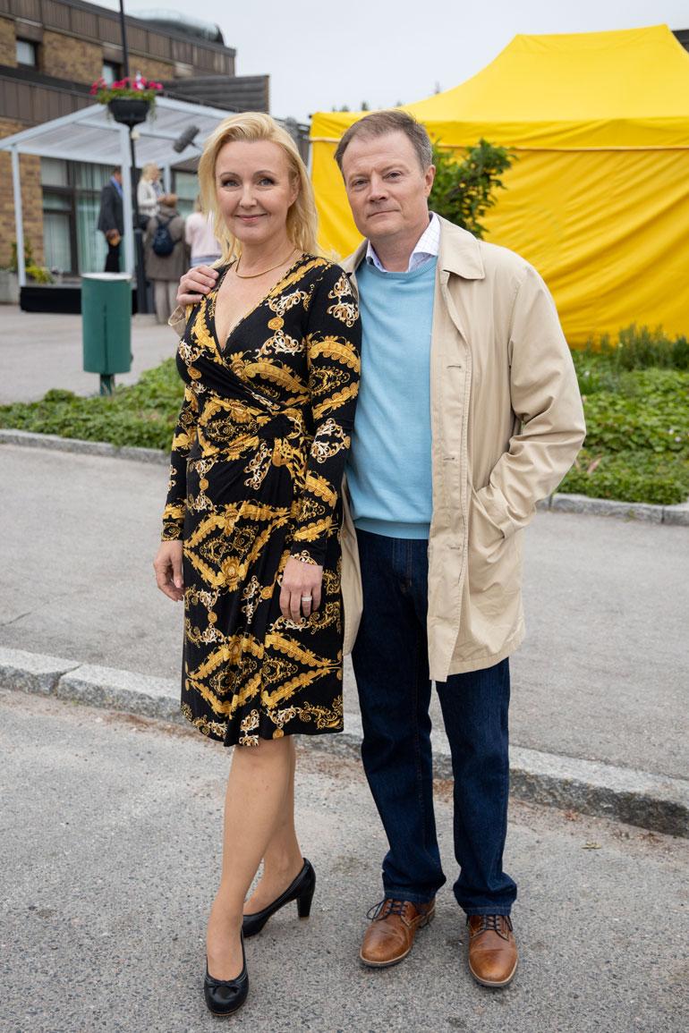 Mari tähdittää Sipoon herttua -sarjaa Jaana Kovalaisena. Marin roolihahmon aviomiestä näyttelee Kari Hietalahti.
