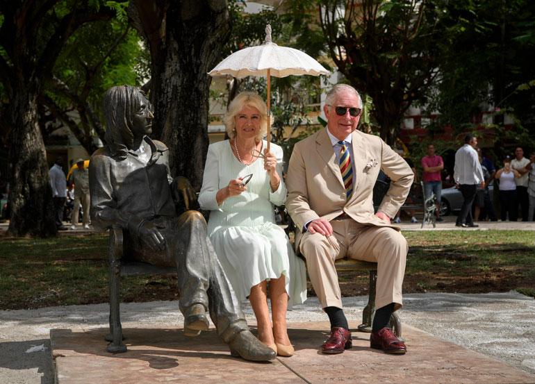 Seitsemänkymppiset Charles ja Camilla ovat innostuneet vanhoilla päivillään kiertämään maailmaa.
