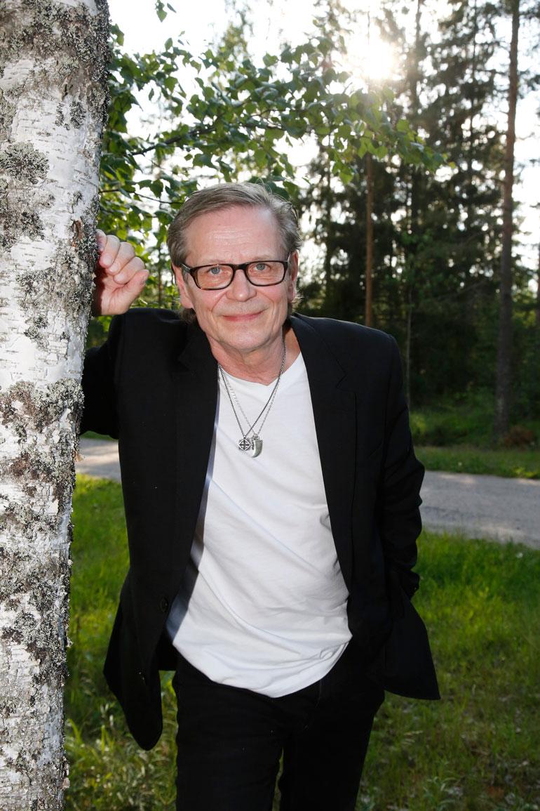 Maalaisromantiikan mestari Kake Randelin, 64, saa hiteillään yhä tanssisalit hurmokseen. – Pohjimmiltani olen ujo maalaispoika vain!