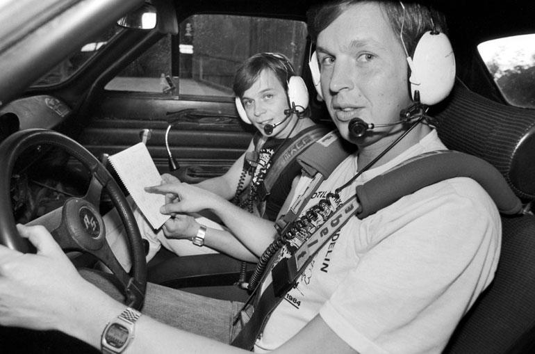 Kake tunnetaan myös rajuna ratinkääntäjänä. Kesällä 1984 Jyväskylän Suurajoista otetussa kuvassa kuskina on Harri Uotila.
