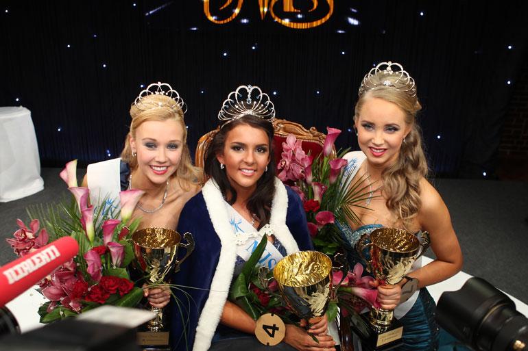 Sara valittiin Miss Suomeksi 2012. Perintöprinsessoina olivat Viivi Suominen ja Sabina Särkkä.