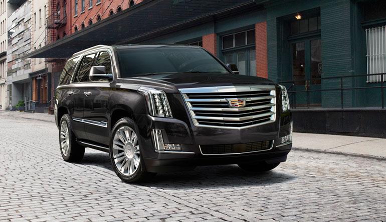 Remulla on nykyään kuvan auton kaltainen musta Cadillac Escalade. – Käytin äidin perintörahat siihen. Voi sanoa, että se on auto!