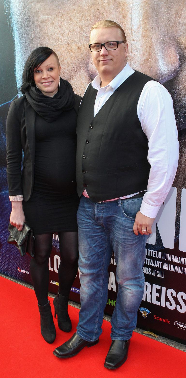 Pauliina ja Arttu avioituivat maistraatissa vuonna 2013. Hääjuhlan he järjestivät läheisilleen vuonna 2017.