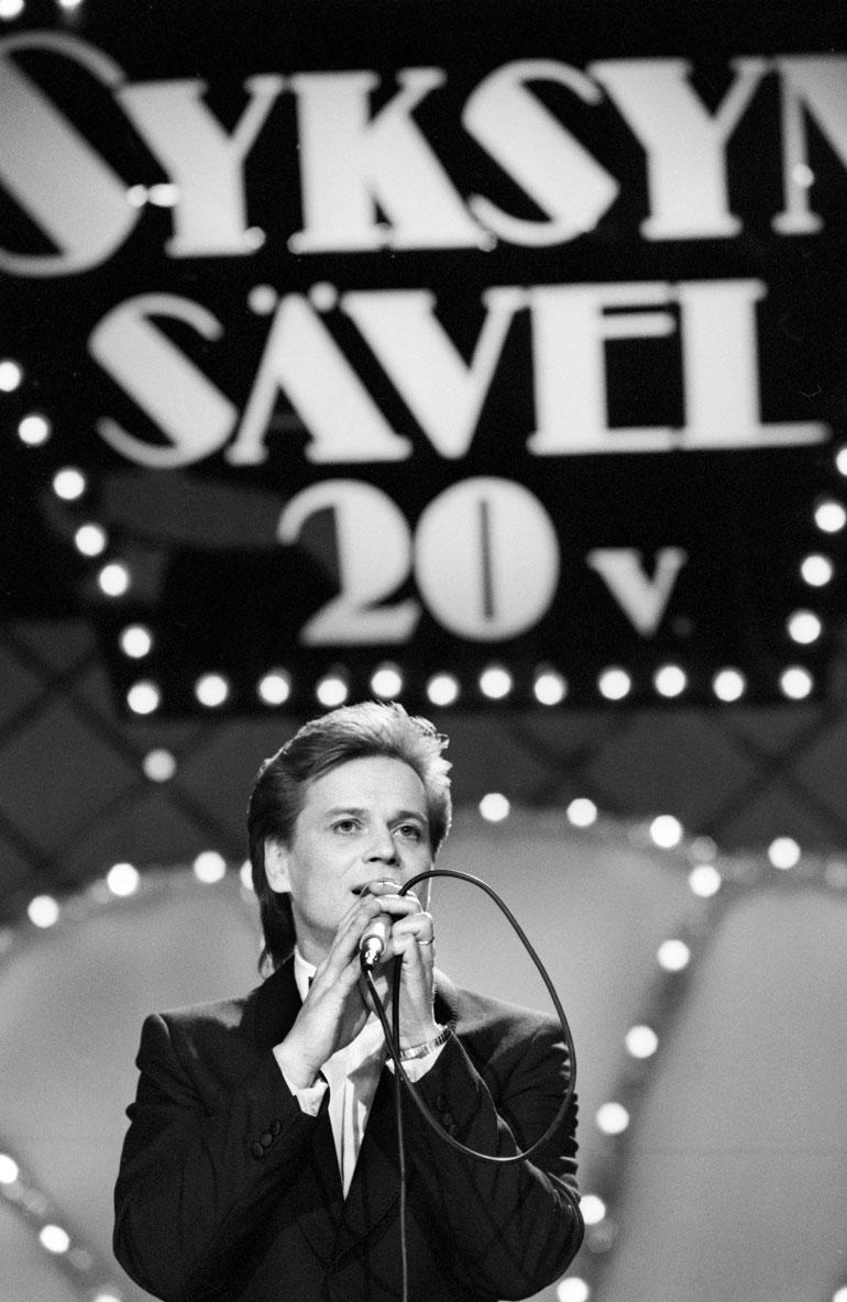 Kake ampaisi tähteyteen vuoden 1979 Syksyn sävelestä. Kuva on saman laulukilpailun karsinnoista vuodelta 1987.