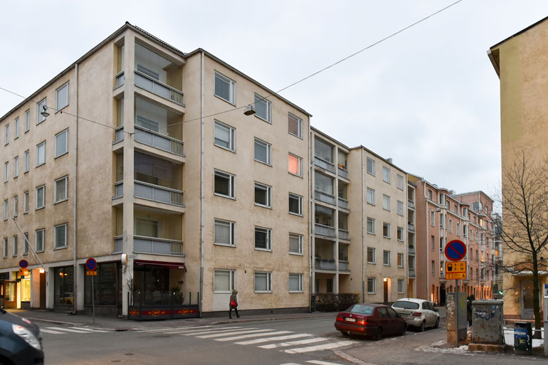 Pariskunta asuu Helsingin Kampissa.