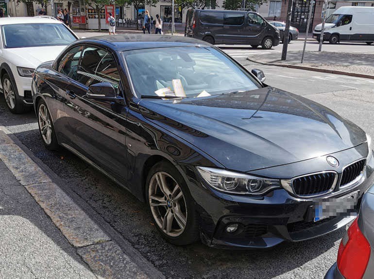 Seiskan lukijan kuva kertoo kolaroidun BMW:n olleen varsinainen sakkorysä.
